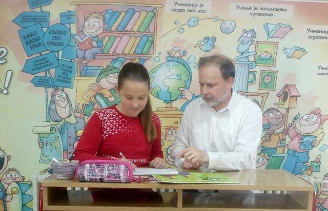 Софија Тасић са својим учитељем Миомиром Дејановићем