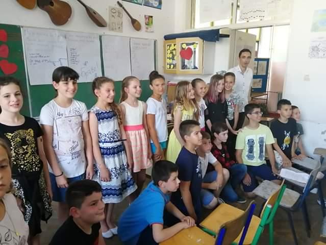 Učenici V-a sa učiteljem Goranom Drobnjakom